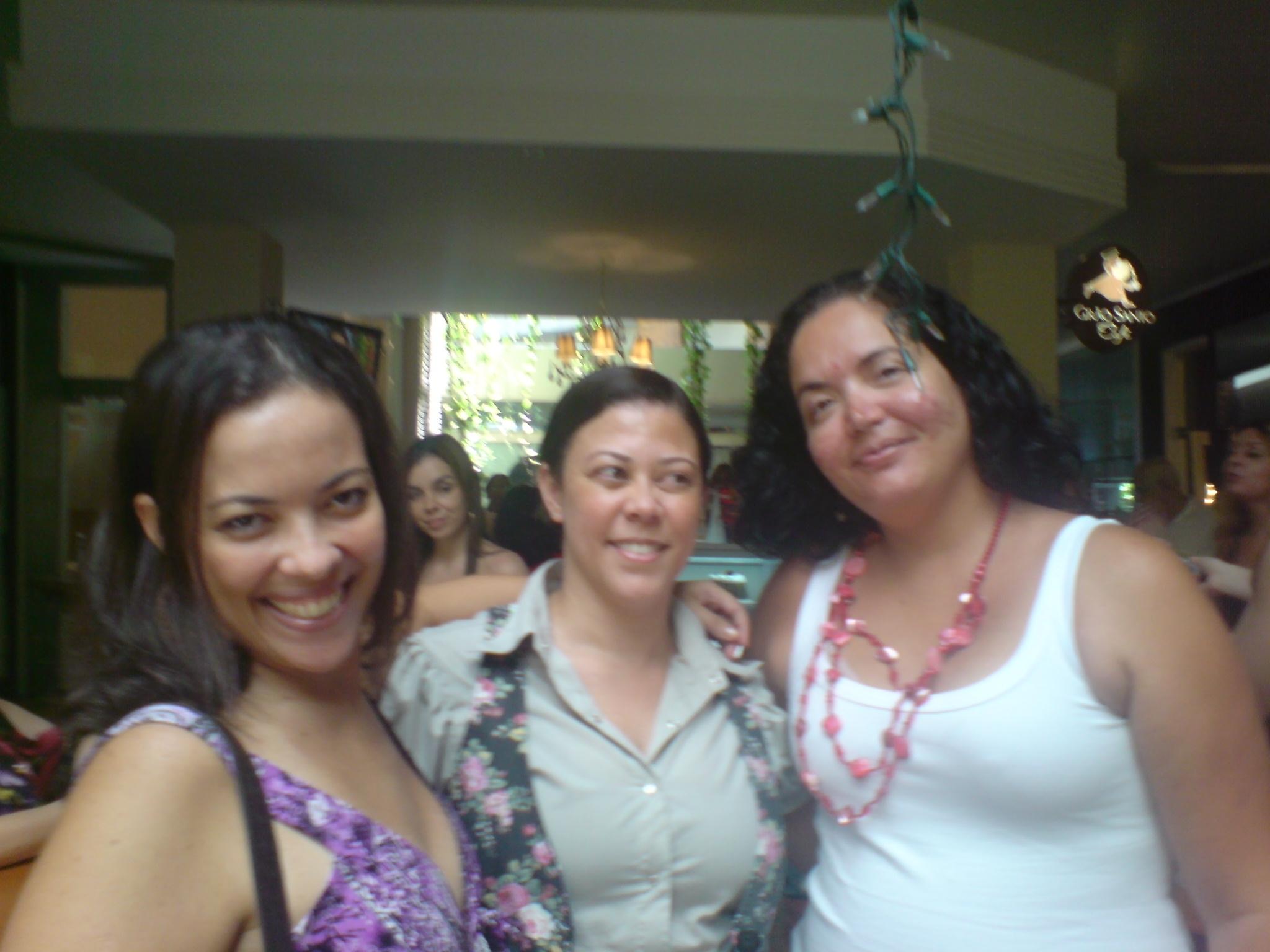Eu, Márcia Luz e minha parceira de blog, Andréia Santana