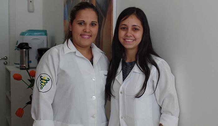 Esses são meus dois anjos lá da SpaFisio, que estão cuidando de mim: Tamara e Taize