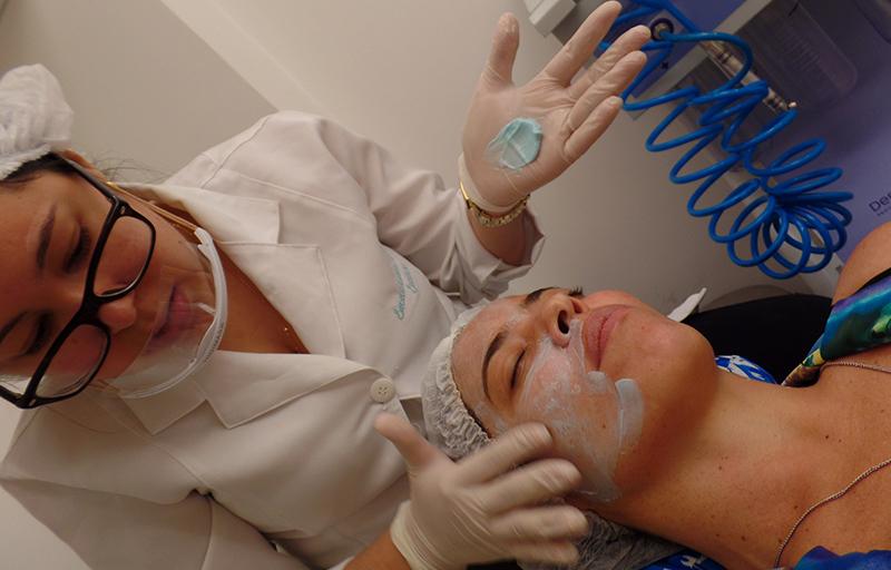 A hidratação é fundamental no Peeling 3D, para minimizar o dano que o ácido causa na pele.